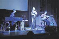 Cristin Claas hat schon einige erfolgreiche Konzerte in Fröndenberg bestritten. Jetzt möchte sie mit den Fröndenbergern gemeinsam singen und sie zu lokalen Helden machen.Foto: Nolte