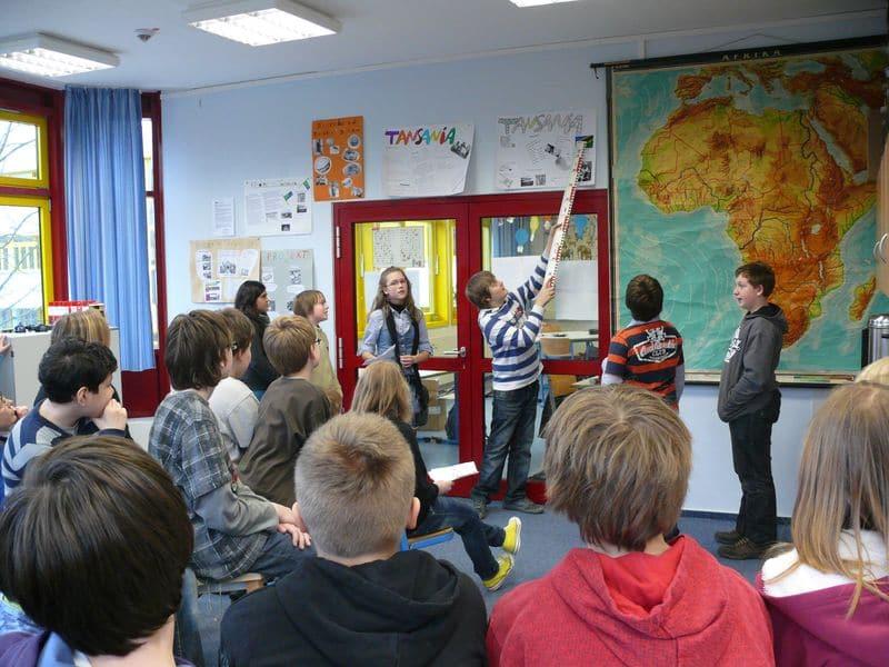 """Fünftklässler präsentieren Projekt """"Kinder einer Welt"""""""