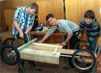 In der Projektgruppe der Seifenkistenbauer war auch handwerkliches Geschick gefragt.
