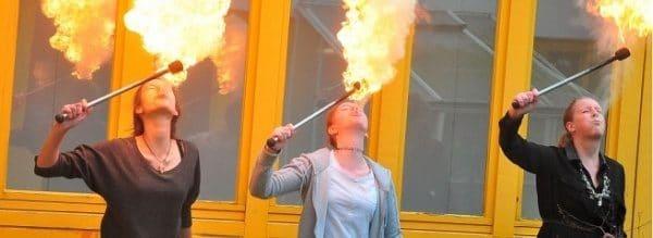 Feuerspucker in Aktion: Im Chemieunterricht der Gesamtschule ging es heiß her.