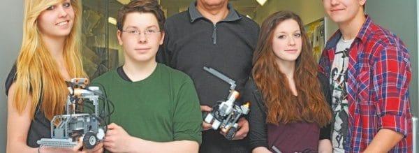 Schüler programmieren Lego-Roboter