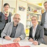 Anja Deubner (Lidl) und Schulleiter Klaus de Vries unterzeichneten gestern den Kooperationsvertrag – unter den Augen von Lothar Adamzyk (Lidl) und Frauke Friederichs (GSF).Sarad