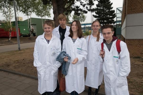 Schülerinnen und Schüler am Tag der Chemie