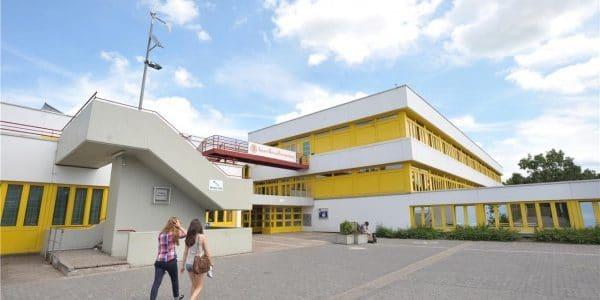 Die Pläne für die Sanierung der Gesamtschule Fröndenberg schreiten immer weiter voran. Zumindest was die Einrichtung von Jahrgangsclustern angeht, gibt es bereits ein Konzept für die konkrete Raumaufteilung. Foto: Archiv