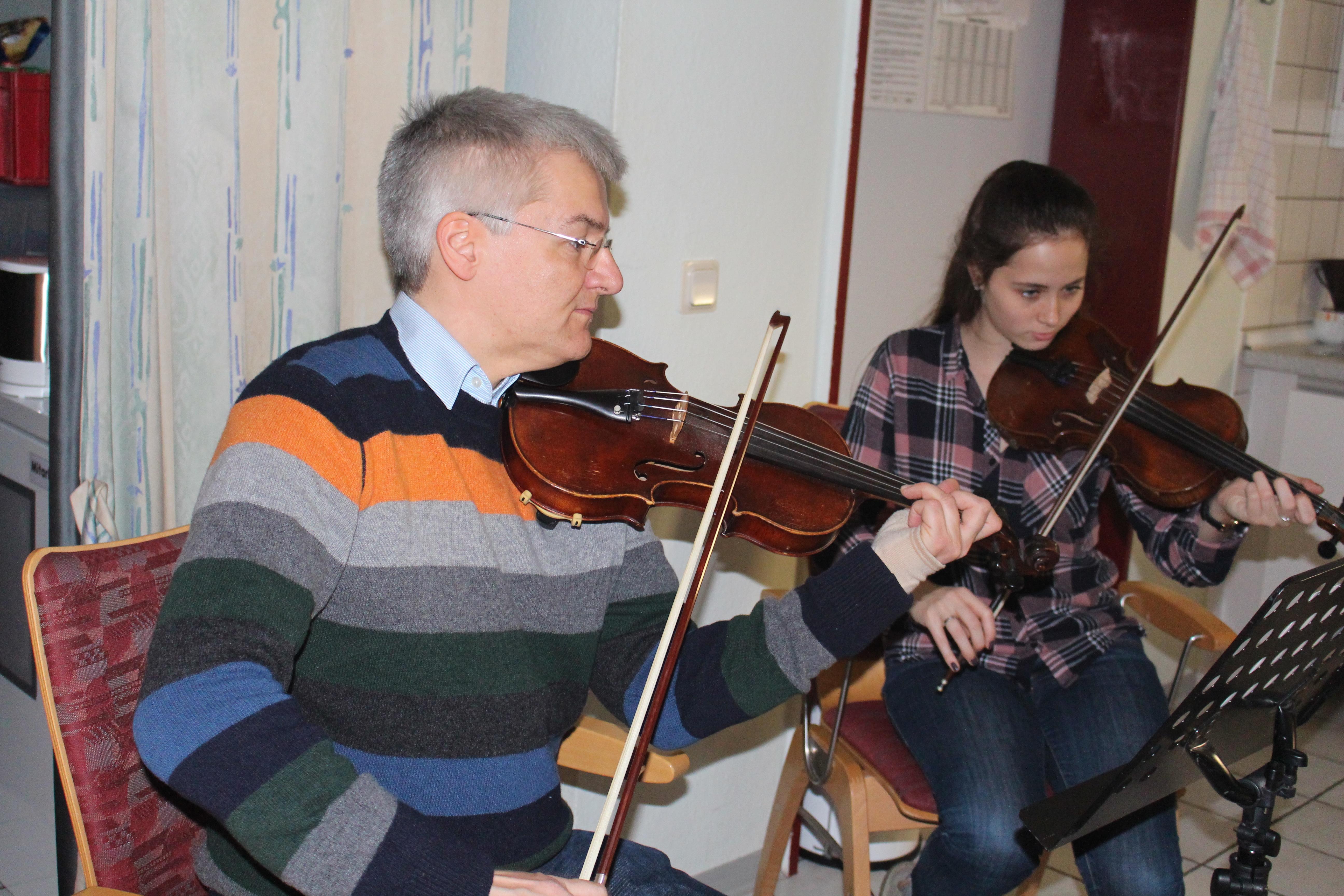 Kammerorchester spielt festliche Musik im Schmallenbachhaus