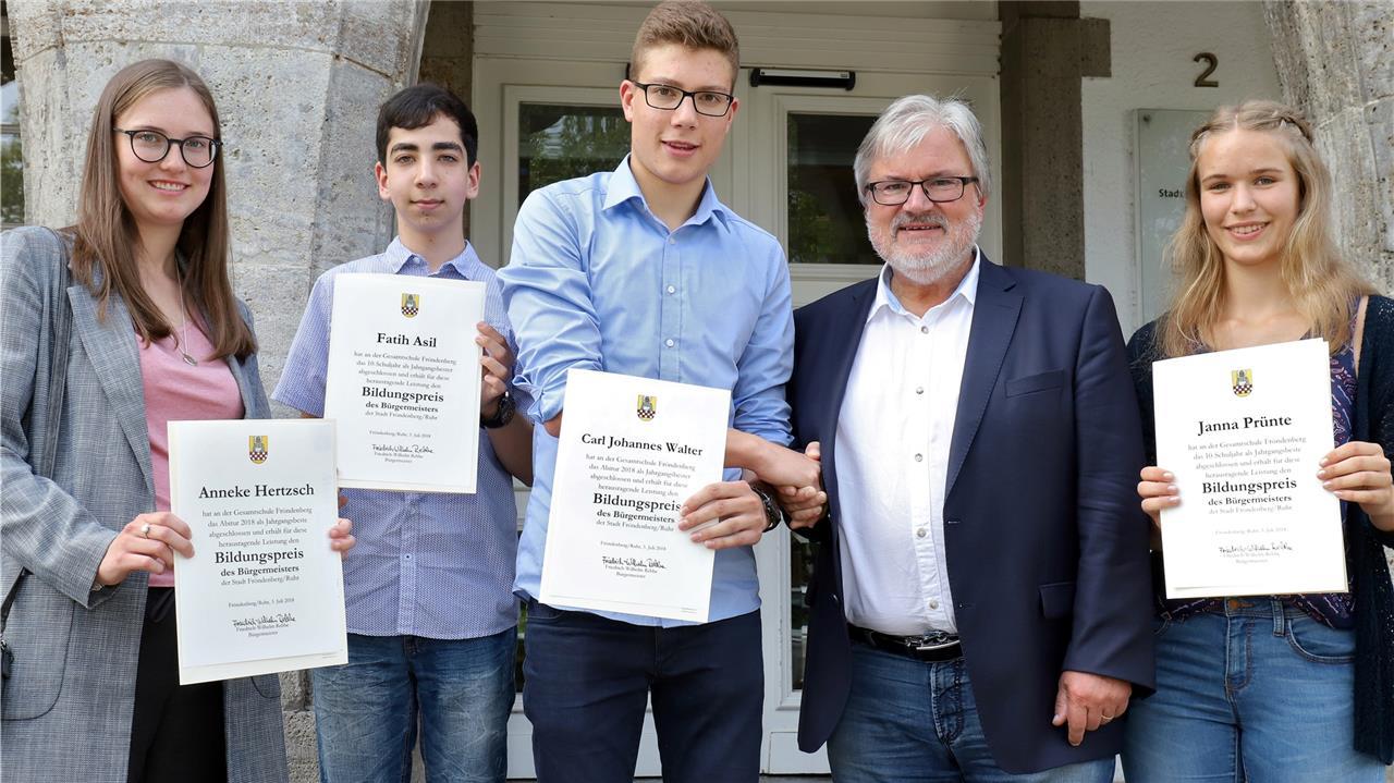 Jura steht bei den Einserabsolventen in Fröndenberg hoch im Kurs ...
