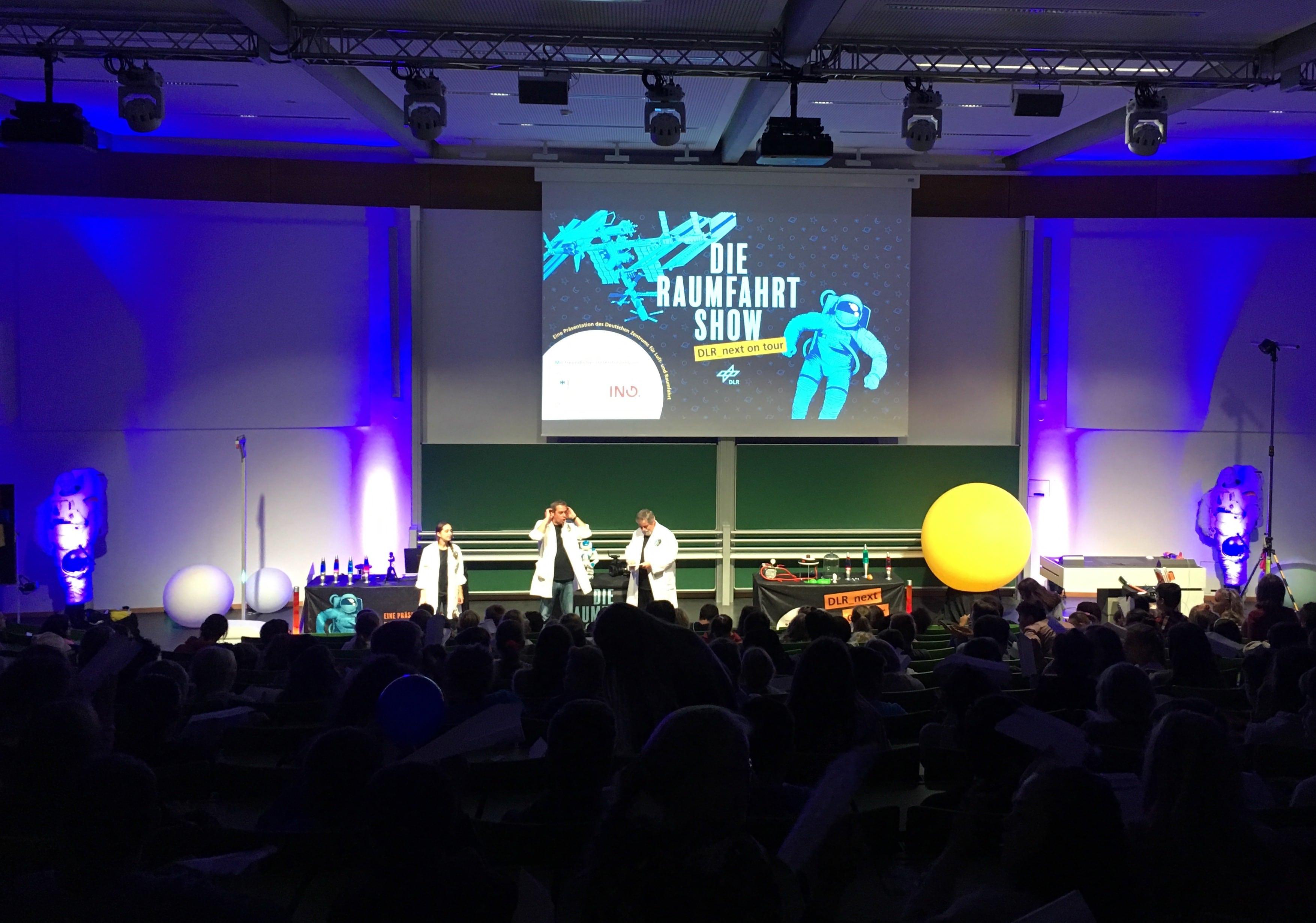 Besuch der Raumfahrt-Show der Deutschen Luft- und Raumfahrt
