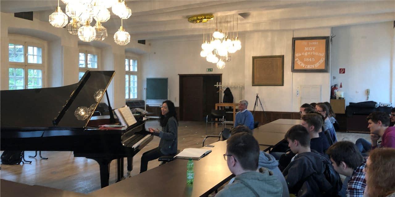 Junko Shioda und der neue Steinway-Flügel machen Gesamtschüler zu Leadern